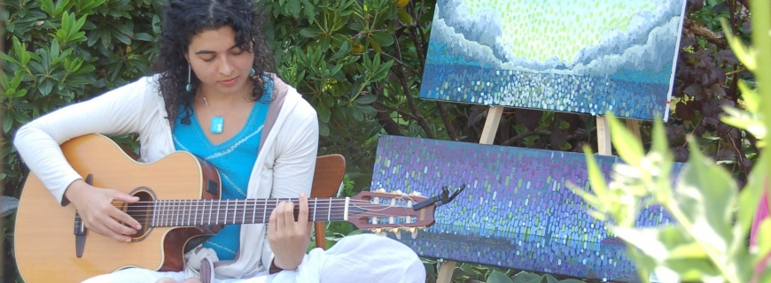 Lady playing the guitar during Art in the Garden
